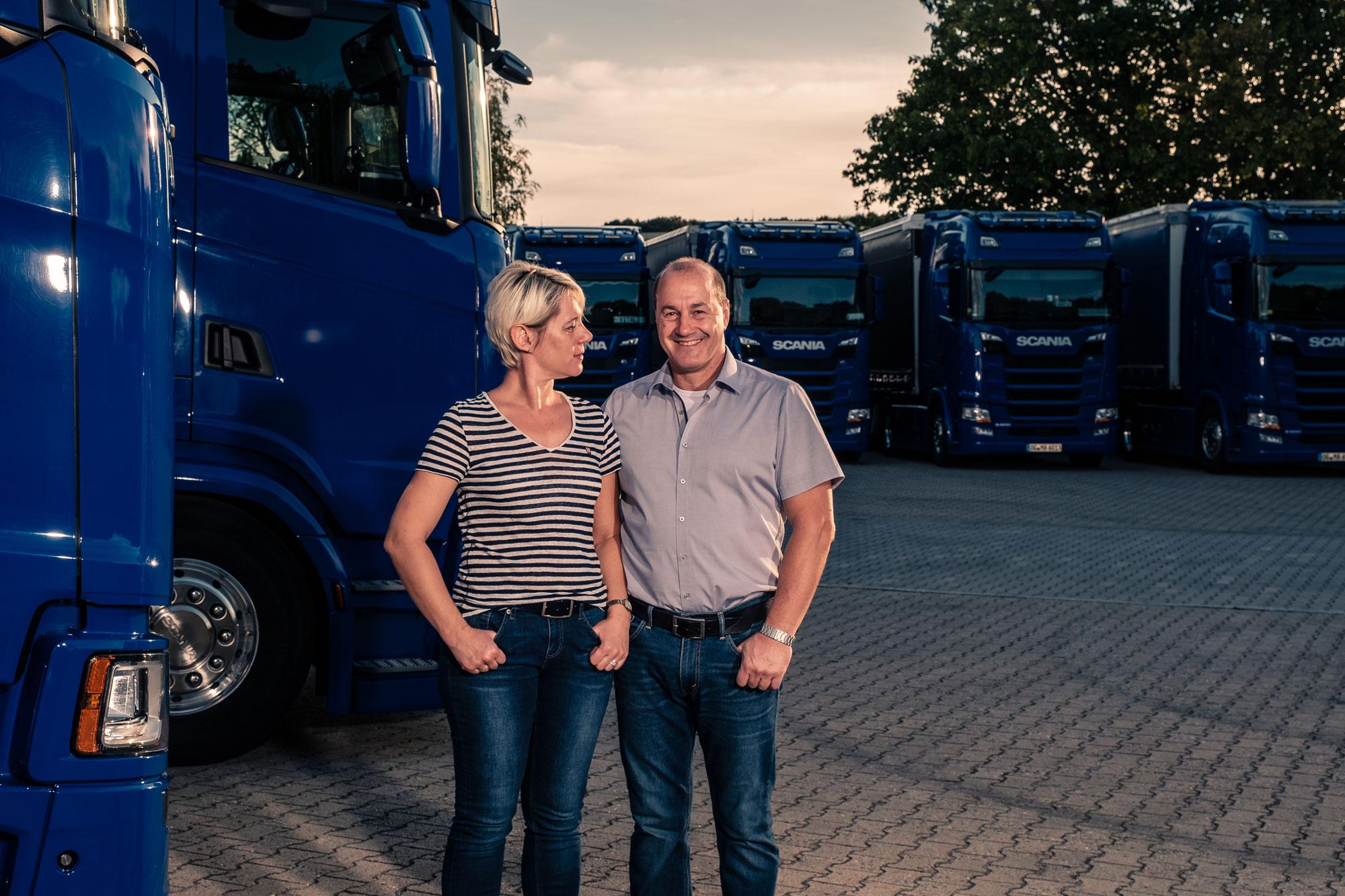 Abgefahrene Chefin: Frau Maier-Kaspar hat den LKW-Führerschein